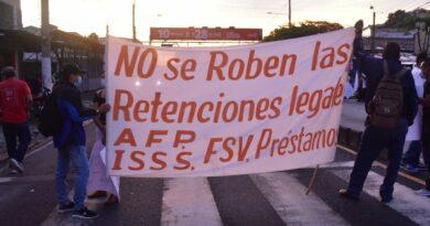 Sindicalistas protestan frente a la alcaldía y exigen a alcalde Muyshondt traslade sus retenciones